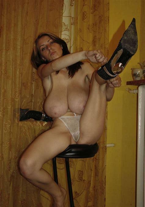 Sarah giant tits in big bras divine breasts jpg 850x1211